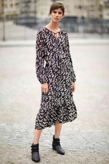 Sukienka wielowarstwowa średniej długości