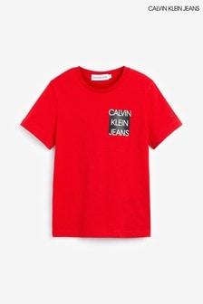 تي شيرت أحمر بشعار على الصدر منCalvin Klein