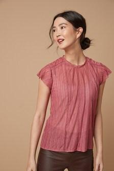 Блузка с кружевной вставкой