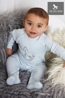 Pijama tipo pelele azul con estampado de caballo balancín en el pecho de The Little Tailor