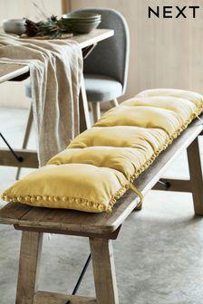 Подушка на скамейку с помпонами