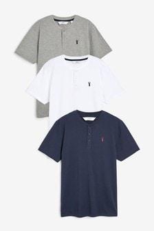 Drie henley-shirts met logo