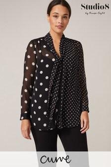 חולצה עם צווארון קשירה ונקודות בשחור דגםNikki שלStudio 8