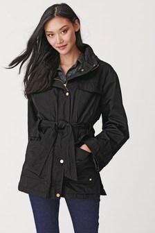 מעיל גשם עם חגורה