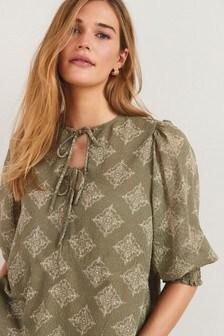 Блузка с цветочным принтом и горловиной на завязке