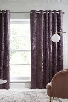 Темные розовато-лиловые шторы из мятого бархата с подкладкой и люверсами