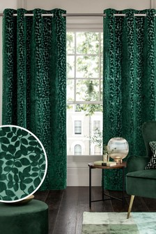 Зеленые бархатные шторы с лиственным узором и люверсами