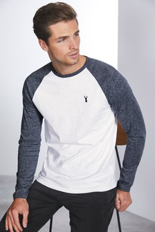 Langärmliges Raglan-T-Shirt