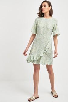 Платье в горошек с оборками