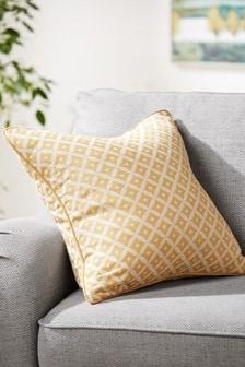 Квадратная подушка цвета охры с геометрическим узором Dawson
