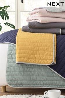 Oboustranný přehoz na postel s vysokým podílem bavlny
