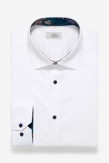 Chemise à bordures contrastantes