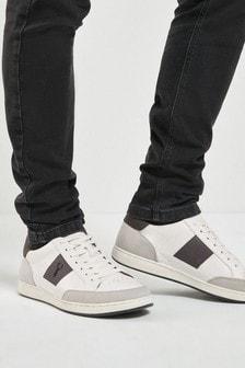 Кроссовки с полосками по бокам