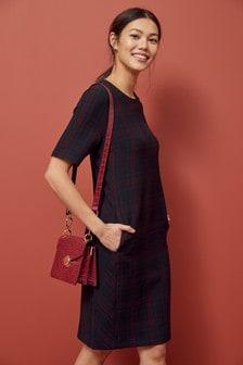 Цельнокройное платье с короткими рукавами