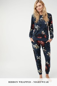 Cosy Pyjamas With Ribbon Wrapping