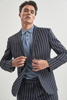 Pruhovaný skinny oblek
