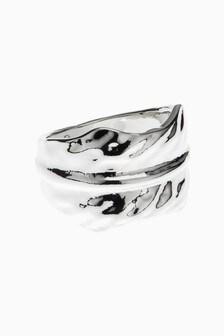Kovinski prstan s tolčenim videzom