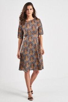 Короткие приталенные платья