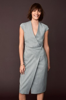 Строгий костюм: платье с запахом
