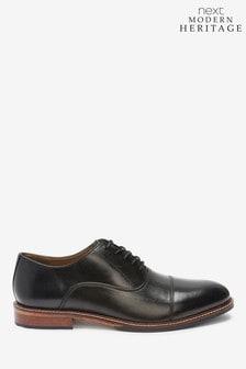 Кожаные туфли с отрезным мыском в современном стиле