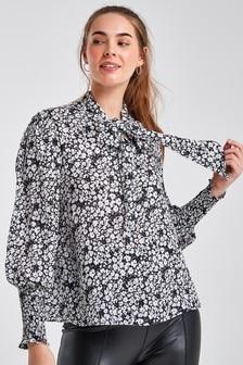 Блузка со сборками, манжетами и завязками на шее