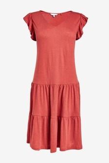 Платье с треугольным вырезом горловины и оборками на рукавах