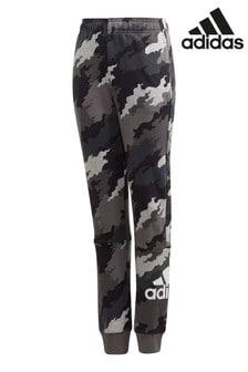 מכנסי טרנינג של adidas דגםBadge Of Sport בהדפס קמופלאז'