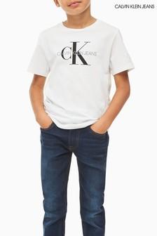 تي شيرت شعار حروف أولى جينز أبيض من Calvin Klein