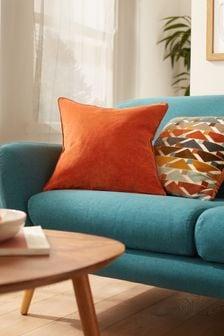 Маленькая квадратная велюровая подушка оранжевого цвета