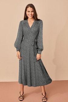 Платье с рисунком и запахом