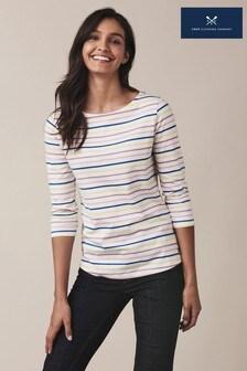 חולצת טי בייסיק שלCrewClothing בצבע לבן עם פסים
