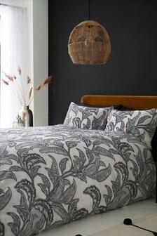 Strukturierte Bett- und Kissenbezüge mit Dschungel-Blattmuster