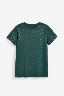 חולצת טי עם דיטייל עלים מטאלי בצבע זהב