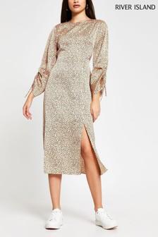 שמלת מידי עם כיווצים בשרוולים בהדפס מנומר של River Island בקרם