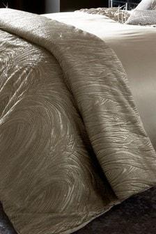 שמיכה עם פייטים בצורת מערבולת שלKylie