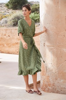 Платье на основе льна с запахом