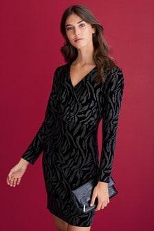 Бархатное платье с запахом и принтом «зебра»