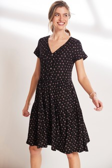 Gestuftes Kleid mit verspieltem Muster
