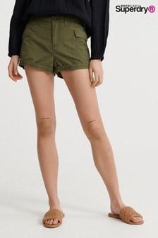 """מכנסי דגמ""""ח קצרים של Superdry בצבע ירוק זית"""
