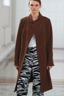 Пальто с запахом и поясом