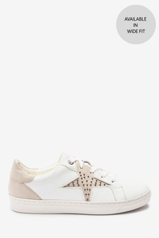 حذاء رياضي مرصع من Signature