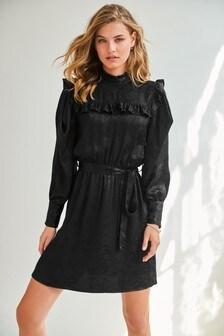 Платье из жаккардового сатина с оборками и поясом
