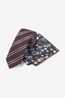 Corbata de rayas y pañuelo de bolsillo con estampado de cámara