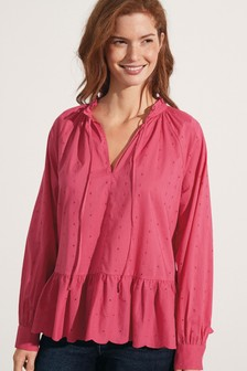 Блузка без застежек с вышивкой