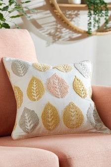Подушка с ворсистым узором в виде листьев