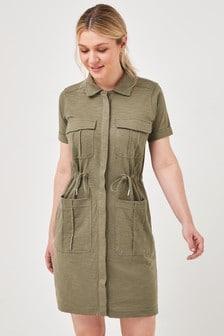 Платье с короткими рукавами в утилитарном стиле