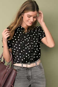 Блузка с короткими рукавами и защипами