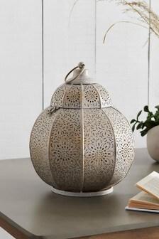 Kovový lampáš s dierkovaným vzorom