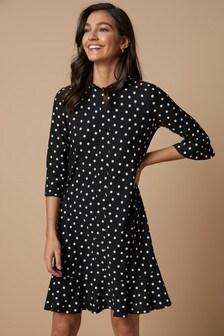 Платье с расклешенной нижней кромкой