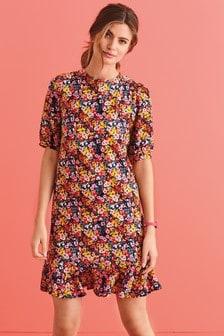 Платье с оборкой на нижнем крае